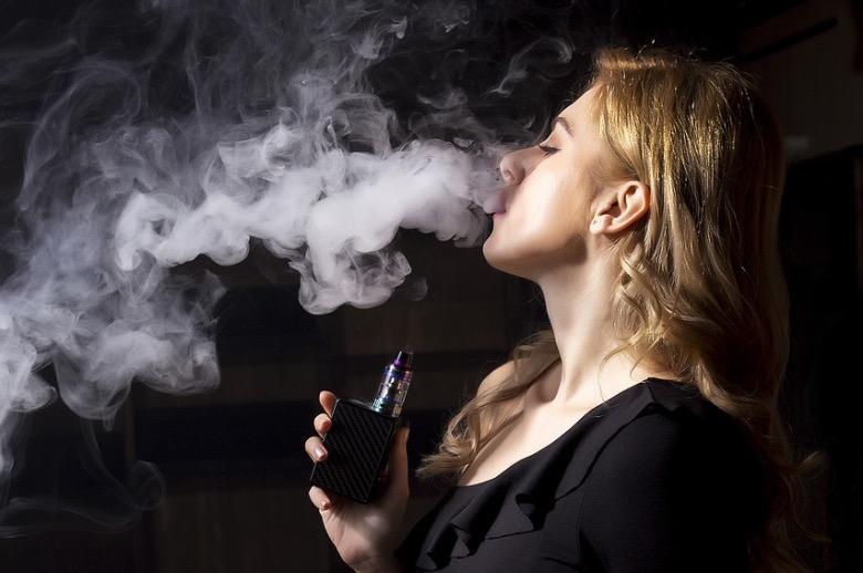 cosa succede se si mette acqua nella sigaretta elettronica