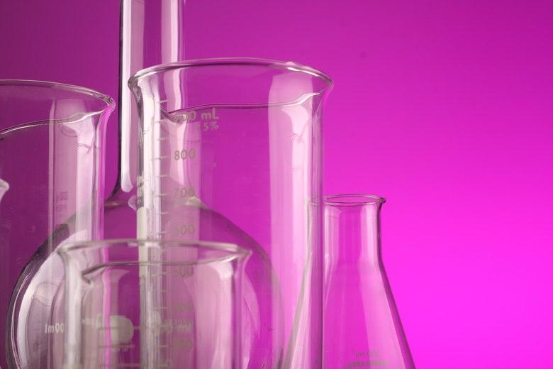contenitori graduati per misurare il liquido base per ecig