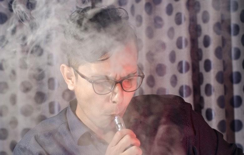 atomizzatore per tiro di guancia con sigaretta elettronica