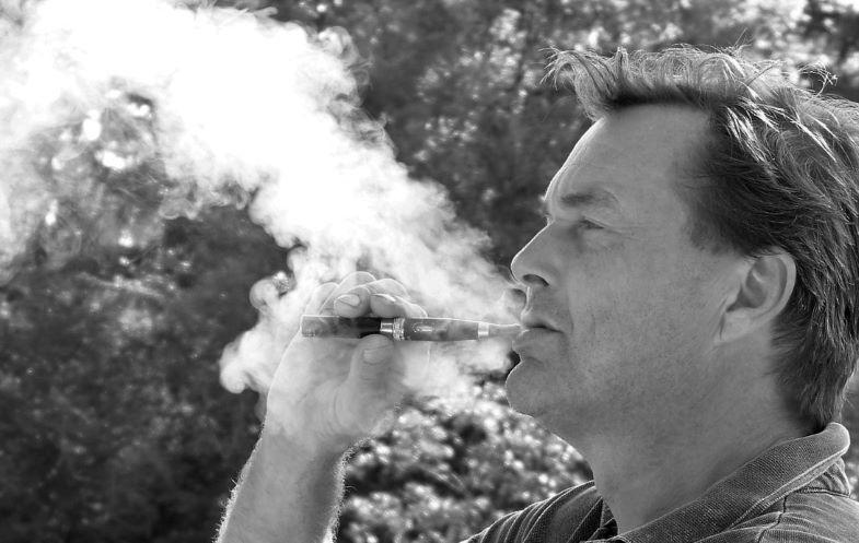 Scopri la differenza tra fumare e svapare.