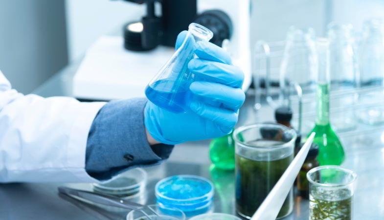 Liquidi svapo naturali e chimici realizzati in laboratorio.
