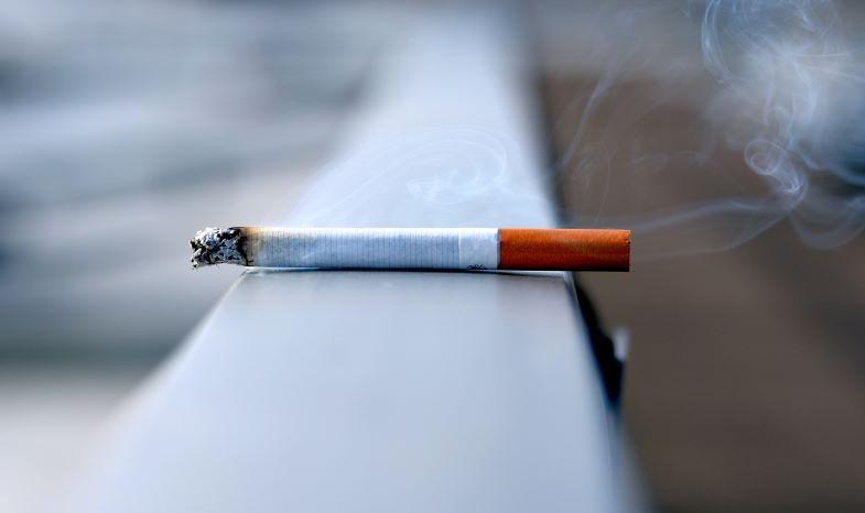 sigaretta abbandonata da