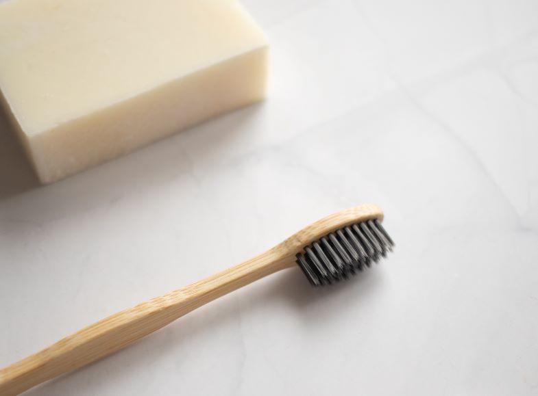 spazzolino e sapone neutro per pulire le coil rigenerabili